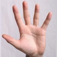 Main écartée